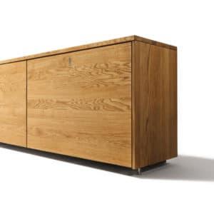Cubus Anrichte in Eiche mit Schiebetür in Holz.