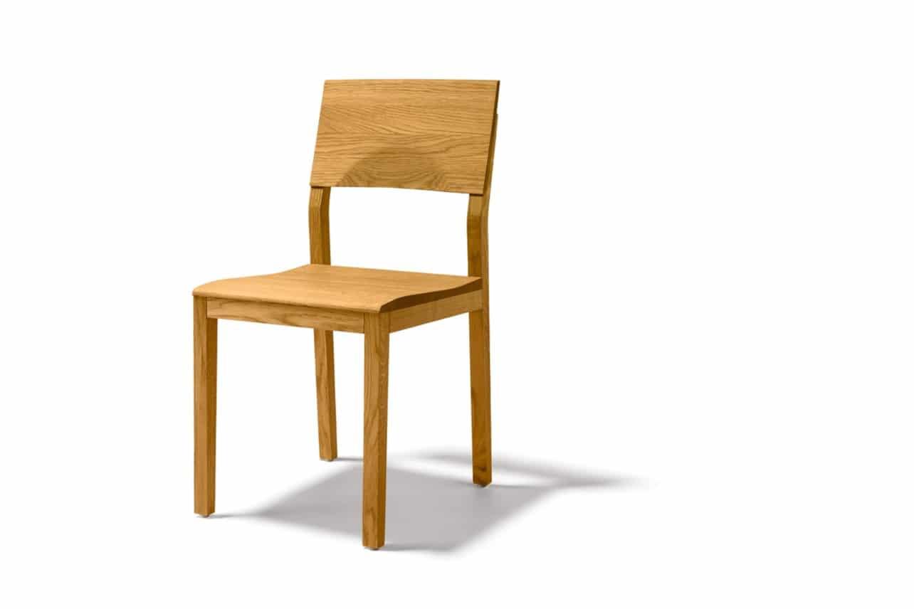 S1 Stuhl in Eiche ohne Polsterung.