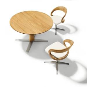 Girado Tisch mit runder Tischplatte in Eiche.