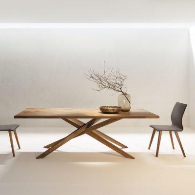 Tisch Mikado in Astnuss geölt, Stuhl 645