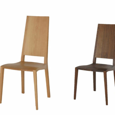 Stühle Julia 5 in Buche und in Nussbaum, beide ohne Armlehnen