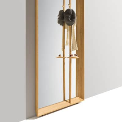 Dielenmöbel Haiku in Eiche geölt mit Spiegel und Kleiderstange.