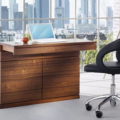 Cubus Sekretär mit Bildschirmlift und ausziehbarer Tischplatte in Eiche geölt.