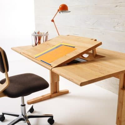 Höhenverstellbarer Schreibtisch Mobile und Bürostuhl Mobile