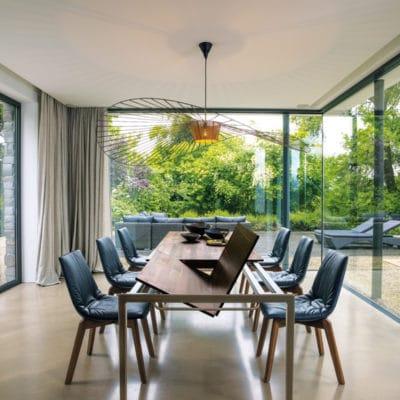 Tisch Tak in Nussbaum mit integriertem Auzug 1.