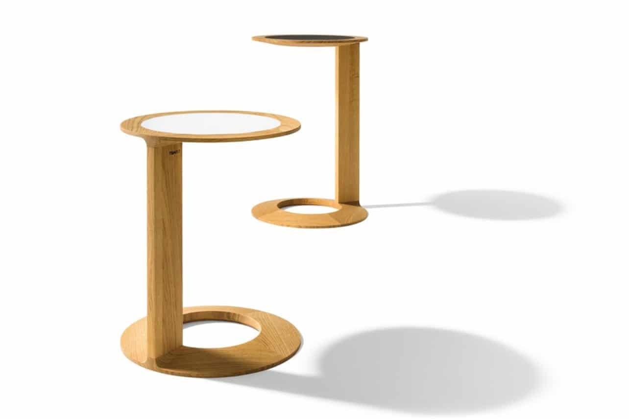 Tisch Loup in Eiche mit Glas und Ledertischplatte.